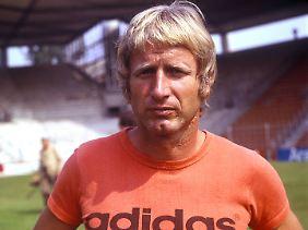 Das Ruhrstadion ist fertig: Heinz Höher als Trainer des VfL Bochum im Jahr 1977.
