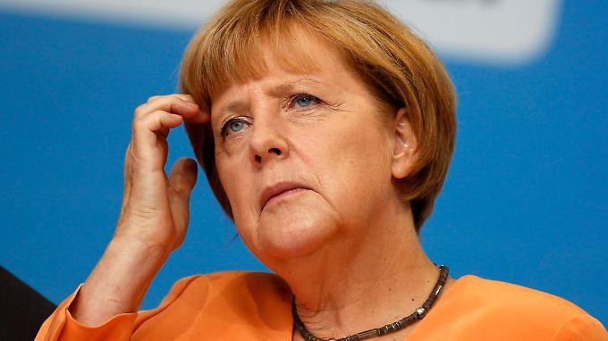 Angela Merkel sieht ein militärisches Eingreifen in Syrien weiterhin kritisch.
