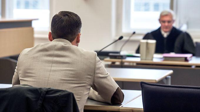 Mord oder Totschlag, Juristen wollen beides durch Tötung ersetzen.