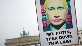 Der Gestaltung der Protestplakate sind keine Grenzen gesetzt.