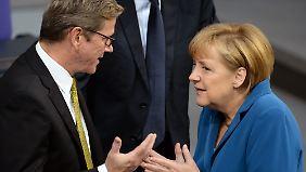 Schulterschluss: Merkel dankt Westerwelle - beide wollen Schwarz-Gelb unbedingt fortsetzen.