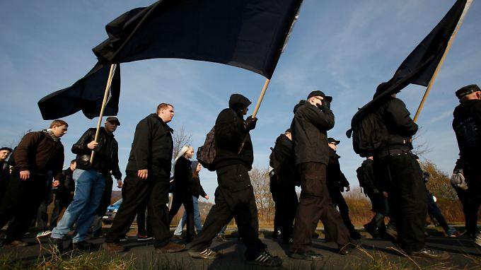 Nazis konzentrieren sich verstärkt auf  ländliche Gebiete und geben sich dort als volksnahe Alternative zur Politik.