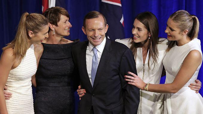 Wahlsieger Tony Abbott mit seinen Töchtern und seiner Ehefrau.