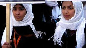 Bereits im Jahr 2010 protestierten diese jungen Frauen im Jemen gegen die Ehe mit Kindern.
