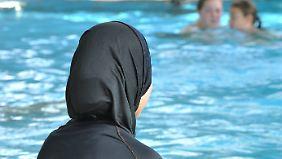 Schwimmen im Burkini: Gerichtsurteil verpflichtet Muslima zum Unterricht