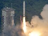"""Beim zweiten Anlauf hat es geklappt: Der Start der Feststoffträgerrakete """"Epsilon"""" vom Weltraumbahnhof Uchinoura war ursprünglich für Ende August vorgesehen."""