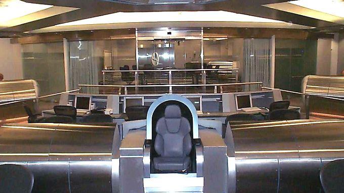 """Einmal so sein, wie Kapitän Picard: Der Chefsessel des """"Information Dominance Center""""."""
