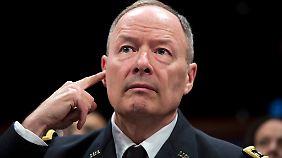 Einflussreichen Gäste ließ General Keith Alexander gerne in seinem Kommandosessel Platz nehmen.