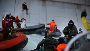 Greenpeace-Schiff geentert: Russen bedrohen Umweltaktivisten mit Waffen