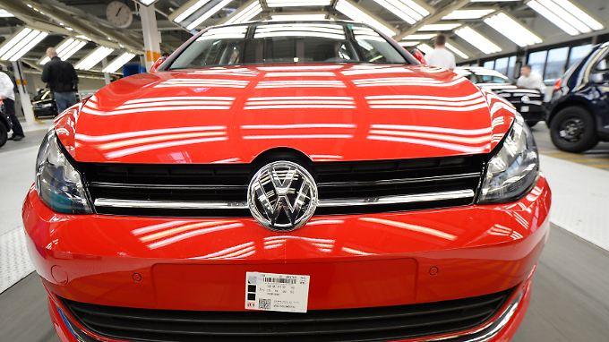 VW will und muss sparen, die Absatzkrise in Westeuropa wird auch für Europas Branchenprimus zunehmend zum Problem.
