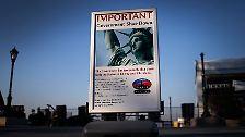 ... bleiben zudem bis auf Weiteres mit der Freiheitsstatue in New York City ...