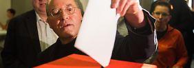 Abgeordnete wählen Fraktionschef wieder: Gysi triumphiert über Wagenknecht