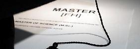Zwar promovieren immer mehr FH-Absolventen. Doch der Weg zum Doktortitel ist für sie häufig nicht leicht.