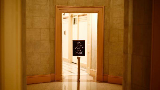 Keine Extratouren hinter dieser Linie, bedeutet ein Schild im US-Kongress. Ob die Republikaner bei ihrer harten Haltung ins Sachen Schuldendecke bleiben, bleibt abzuwarten.
