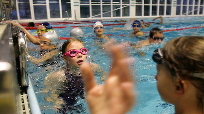 Egal, ob beim Schwimmen, Fußball oder Reiten: Kinder wollen sich bewegen.