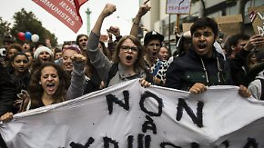 Roma bei Schulausflug abgefangen: Französische Schüler protestieren gegen Abschiebung