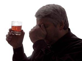 Wenn der Mann jeden Tag trinkt ist es der Alkoholismus