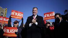 Linker Demokrat löst Bloomberg ab: New York wählt De Blasio zum Bürgermeister