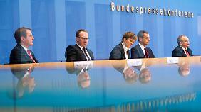 Die Wirtschaftsweisen: Christoph Schmidt, Peter Bofinger, Claudia Buch, Lars Feld und Volker Wieland (v.r.).