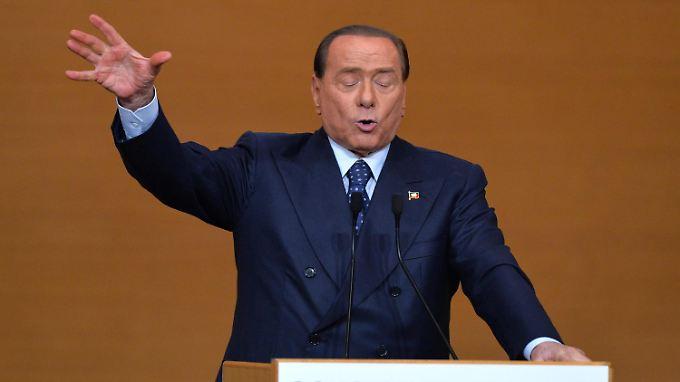 Augen zu und durch? Berlusconi redet in Rom.