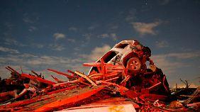 Kein Stein mehr auf dem anderen: Amateur filmt durch US-Kleinstadt tobenden Tornado