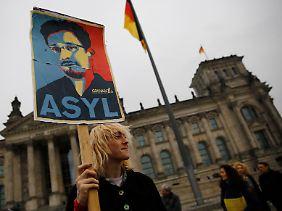 Asyl für Snowden, das fordern nicht nur Demonstranten vorm Bundestag. Auch Linke und Grüne wollen den Whistleblower in Deutschland schützen.