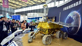 Dieses Modell des Mondrovers war auf der 15. China International Industry Fair in Schanghai zu sehen.
