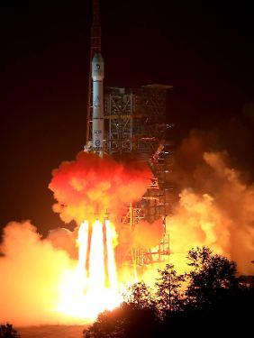 """Bei besten Bedingungen hob die Rakete """"Langer Marsch 3B"""" ab."""
