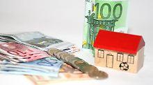 Wer vorzeitig einen Immobilienkredit tilgen will, sollte sich die Widerrufsbelehrung im Vertrag ansehen. Ist diese fehlerhaft, spart sich der Kreditnehmer womöglich die Vorfälligkeitsentschädigung. Foto: dpa-infocom