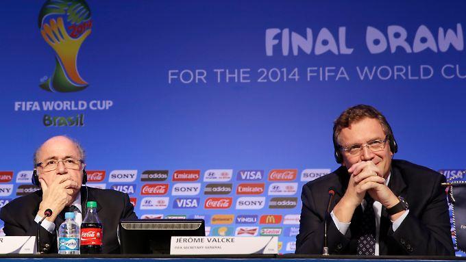Hilflos in Brasilien: Fifa-Boss Joseph Blatter (l.).