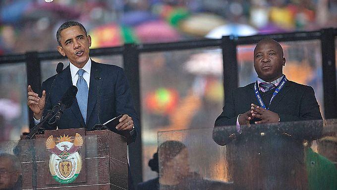 Ist der Mann neben Präsident Obama  ein Hochstapler oder ein verwirrter Mann, der an Schizophrenie leidet?