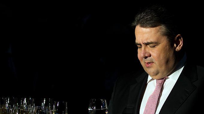 Sigmar Gabriel muss sich gleich zu Beginn der Großen Koalition mit einer Menge Probleme herumschlagen.