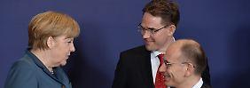 Angela Merkel im Gespräch mit ihren Kollegen Enrico Letta (Italien/rechts) und Jyrki Katainen (Finnland).