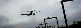 An Großflughäfen müssen viele Flüge innerhalb kürzester Zeit abgehandelt werden. Immer wieder nehmen Piloten die falsche Landebahn.
