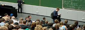 Ein Mathestudium ist anspruchsvoll. Vier von fünf Studenten brechen es vor dem Abschluss ab. Foto:Kai Remmers