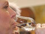 Nicht der Alkohol in einem Verdauungsschnaps hilft bei der Verdauung, sondern andere Inhaltsstoffe.