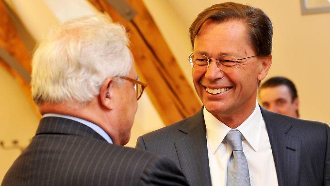 Die Freundlichkeit täuscht: Thomas Middelhoff und Rolf Breuer vor Middelhoffs Vernehmung am 7. Juni 2011 im Münchner Justizpalast.