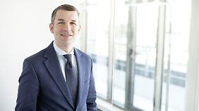 Carsten Riehemann ist Geschäftsführender Gesellschafter bei Vermögensverwaltung Albrecht, Kitta & Co. und seit Mitte der 90er Jahre als Vermögensverwalter und Vermögensberater für Unternehmer, Privatkunden und Stiftungen tätig.