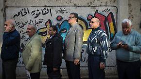 Tag beginnt mit Gewalt: Ägypter stimmen über neue Verfassung ab