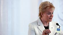 """Erika Steinbach würdigt """"die Charta der Vertriebenen"""" als """"Absage an Revanche und Gewalt""""."""