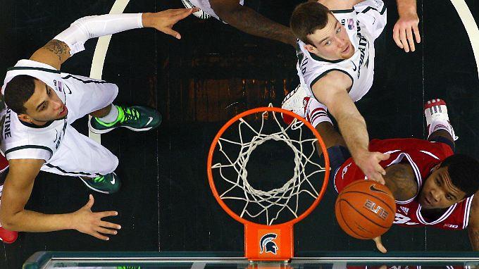 Michigan State Spartans gegen Indiana Hoosiers: Uni-Basketball hat in den USA Tradition.