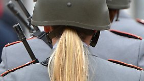 Seit 2001 stehen Frauen in der Bundeswehr alle Laufbahnen offen.