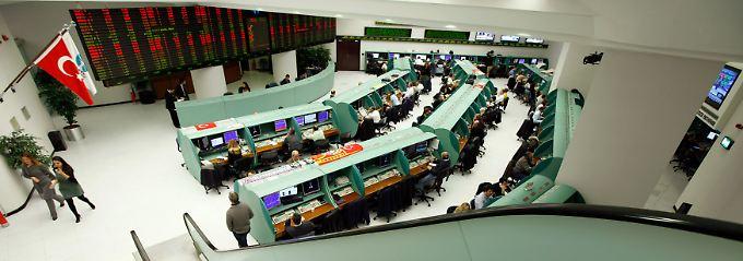 Internationale Investoren zweifeln: Ohne politische Stabilität kann die Notenbank nicht viel ausrichten.