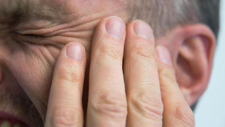 Ständige Ohrgeräusche können so ähnlich wie chronische Schmerzen wirken.