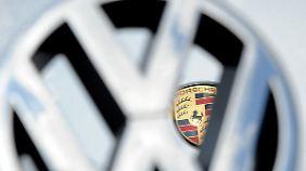 Porsche hätte es gern in umgekehrter Reihenfolge gehabt: Doch am Ende schluckte VW den kleineren Sportwagenhersteller.