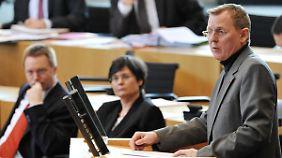 Ramelow im Thüringer Landtag. Lieberknecht und Matschie lauschen.
