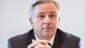 Stellungnahme zur Steueraffäre: Wowereit verteidigt Festhalten an Schmitz