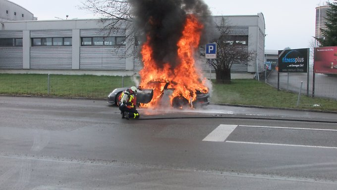 So sieht es aus, wenn knapp 150.000 Euro in Flammen aufgehen. Der Porsche 911 GT3 brannte in der Nähe von St. Gallen ab.