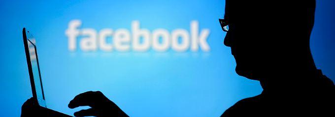 Der teuerste Zukauf der Unternehmensgeschichte: Facebook nimmt viel Geld in die Hand - jetzt muss sich der WhatsApp-Deal nur noch lohnen.