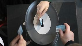 Rund vier Fünftel der Abgeordneten haben für die Diätenerhöhung gestimmt. Das entspricht der Stärke der beiden Regierungsfraktionen.